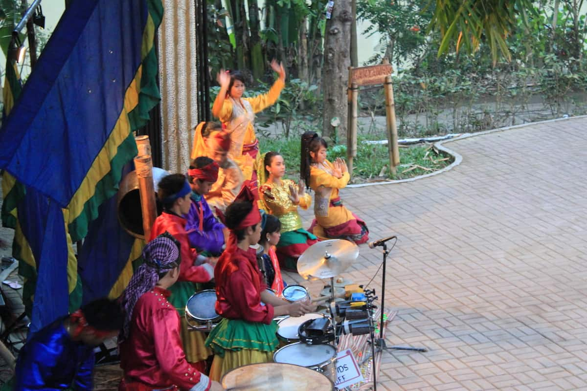 A Singkil performance