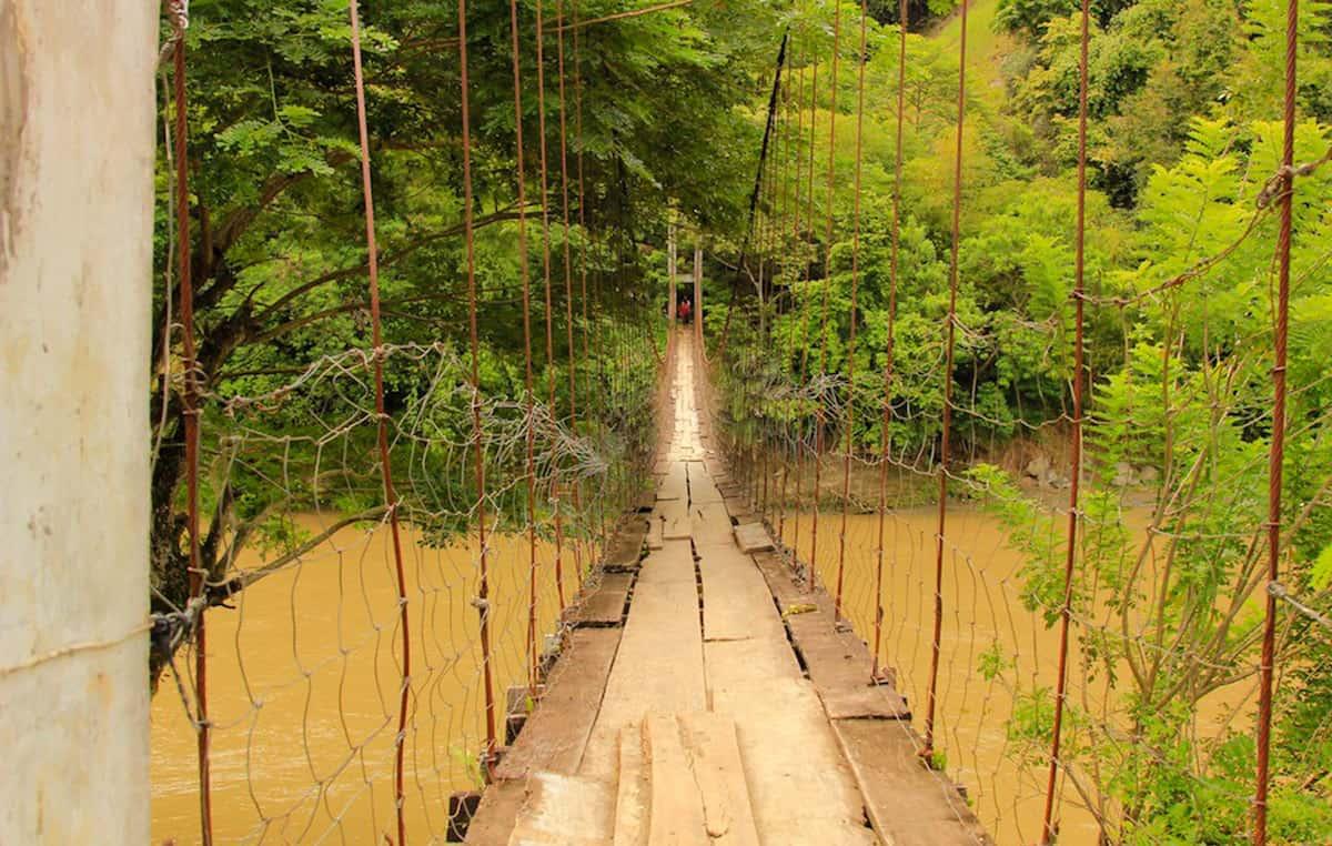 A bridge over Davao River. Photo by Boom Boncan.