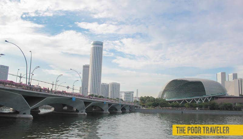 Diy singapore river walking tour raffles place to gardens for Design bridge singapore