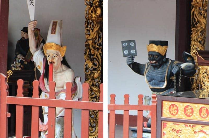 Figures inside Thian Hock Keng
