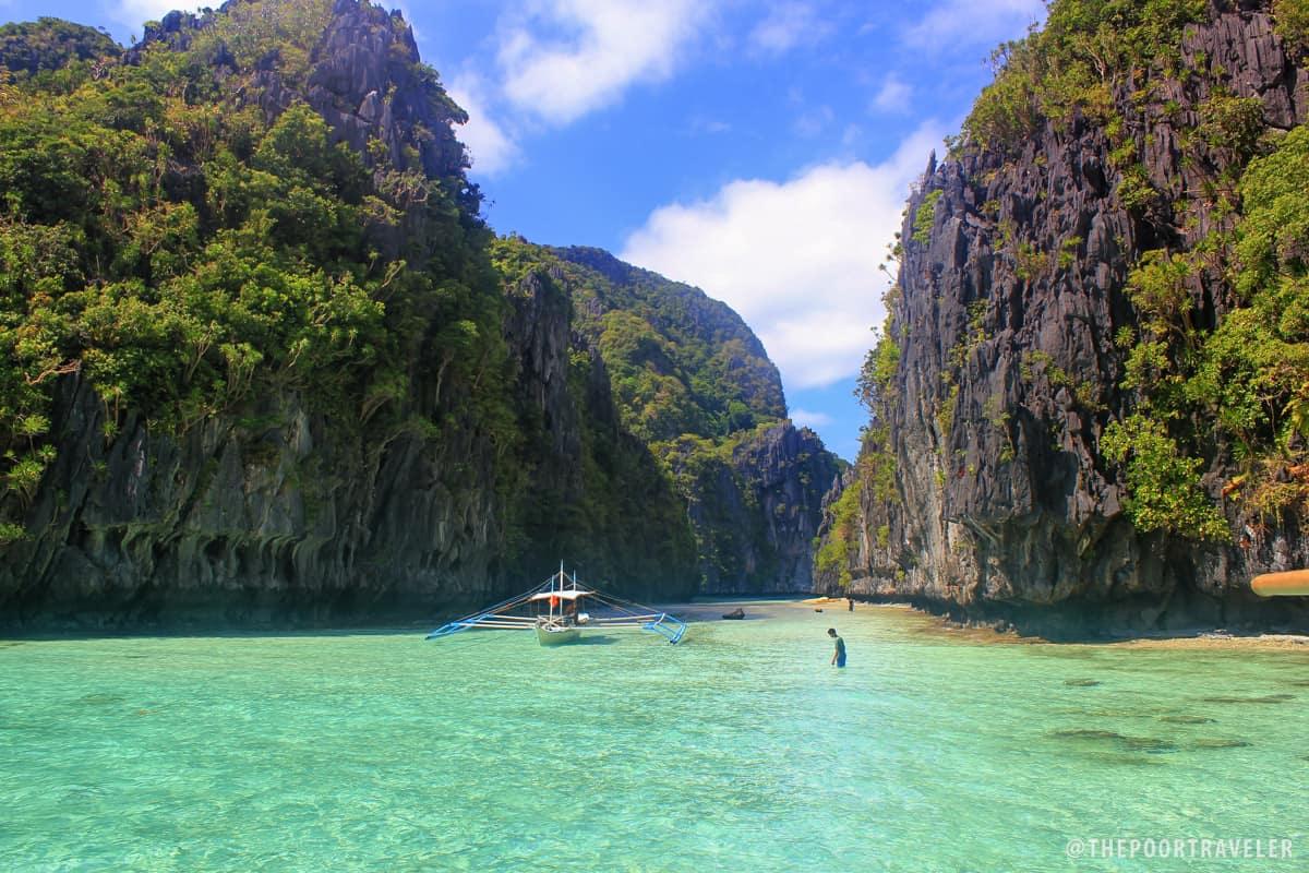 Big And Small Lagoons Kayaking Around Miniloc Island El Nido Palawan The Poor Traveler Blog