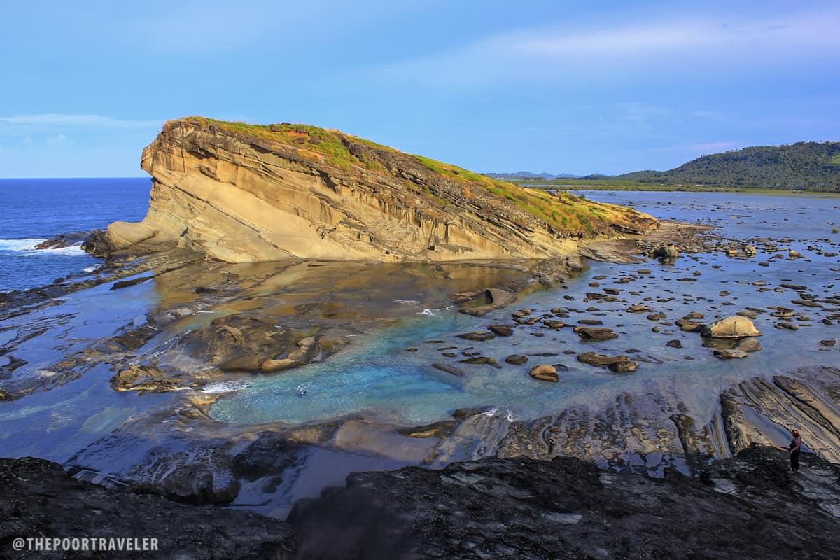 Formacja skalna u wybrzeża wyspy Biri, Filipiny