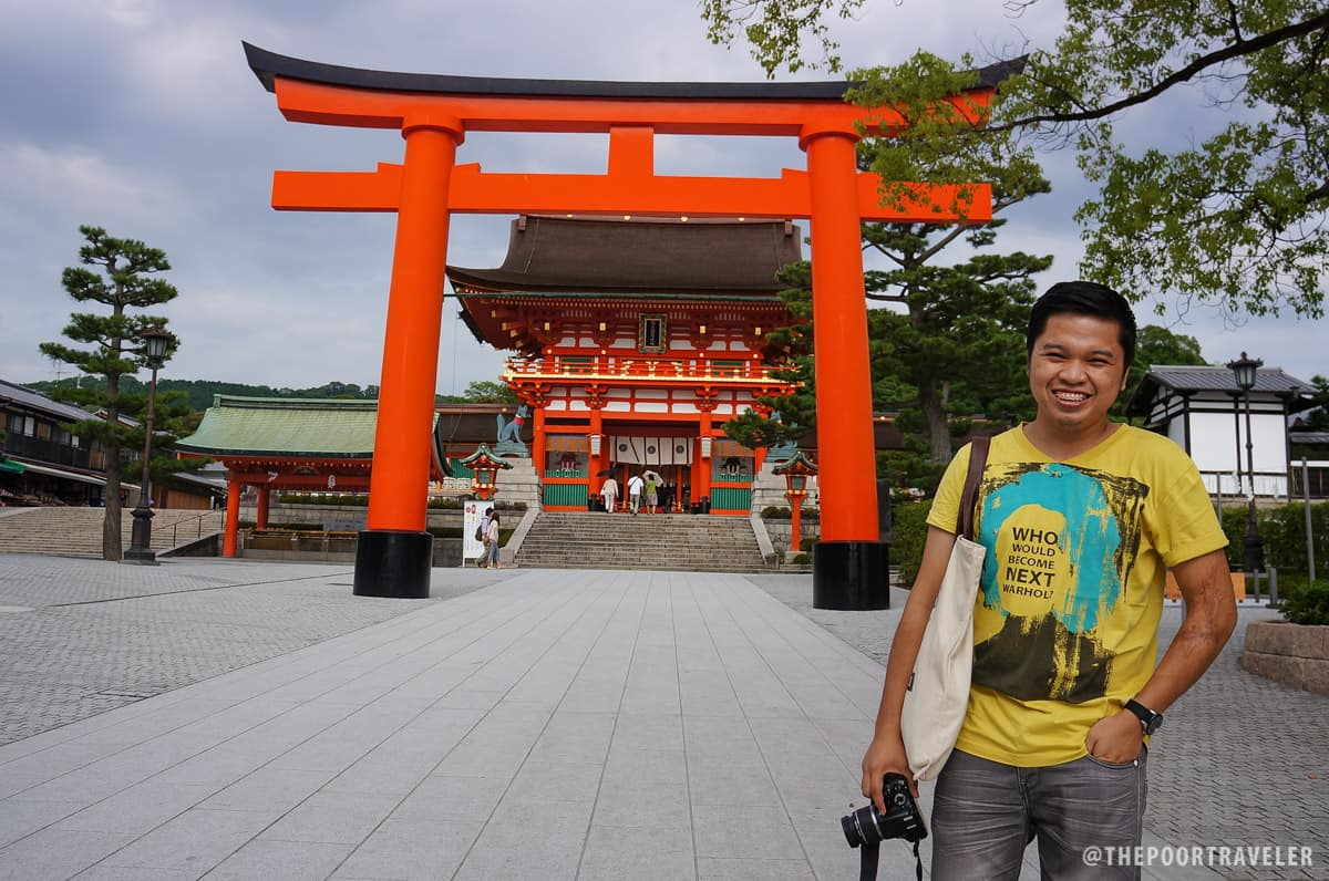 A giant torii in front of Romon Gate