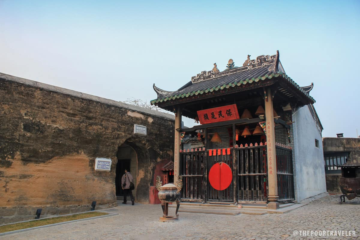 Na Tcha Temple, just beside the Ruins