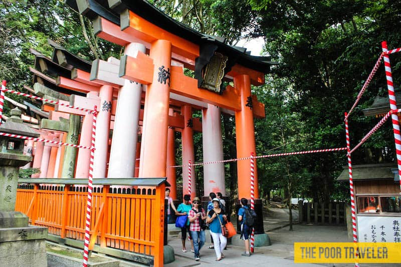 Start of the rows of thousand torii gates