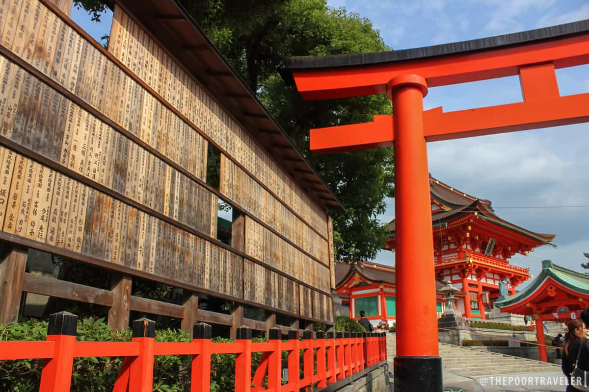 A torii and the Romon Gate, donated by Toyotomi Hideyoshi