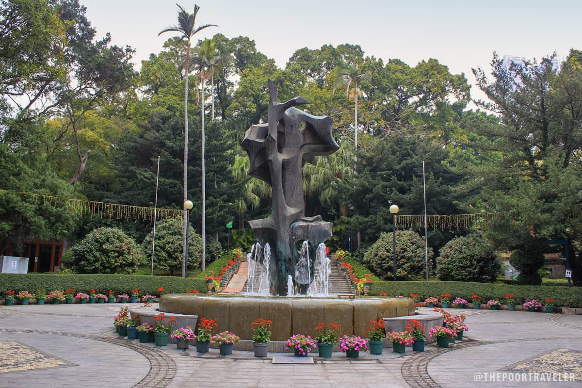A fountain with a bronze sculpture symbolizing the centuries' old friendship between Portugal and China.