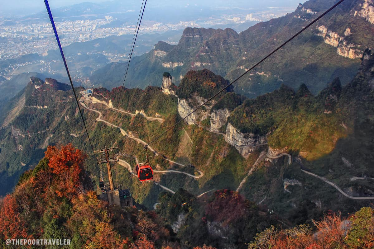 Meandering below the cable car is the Heaven-Linking Avenue, an 11-km road with 99 bends.