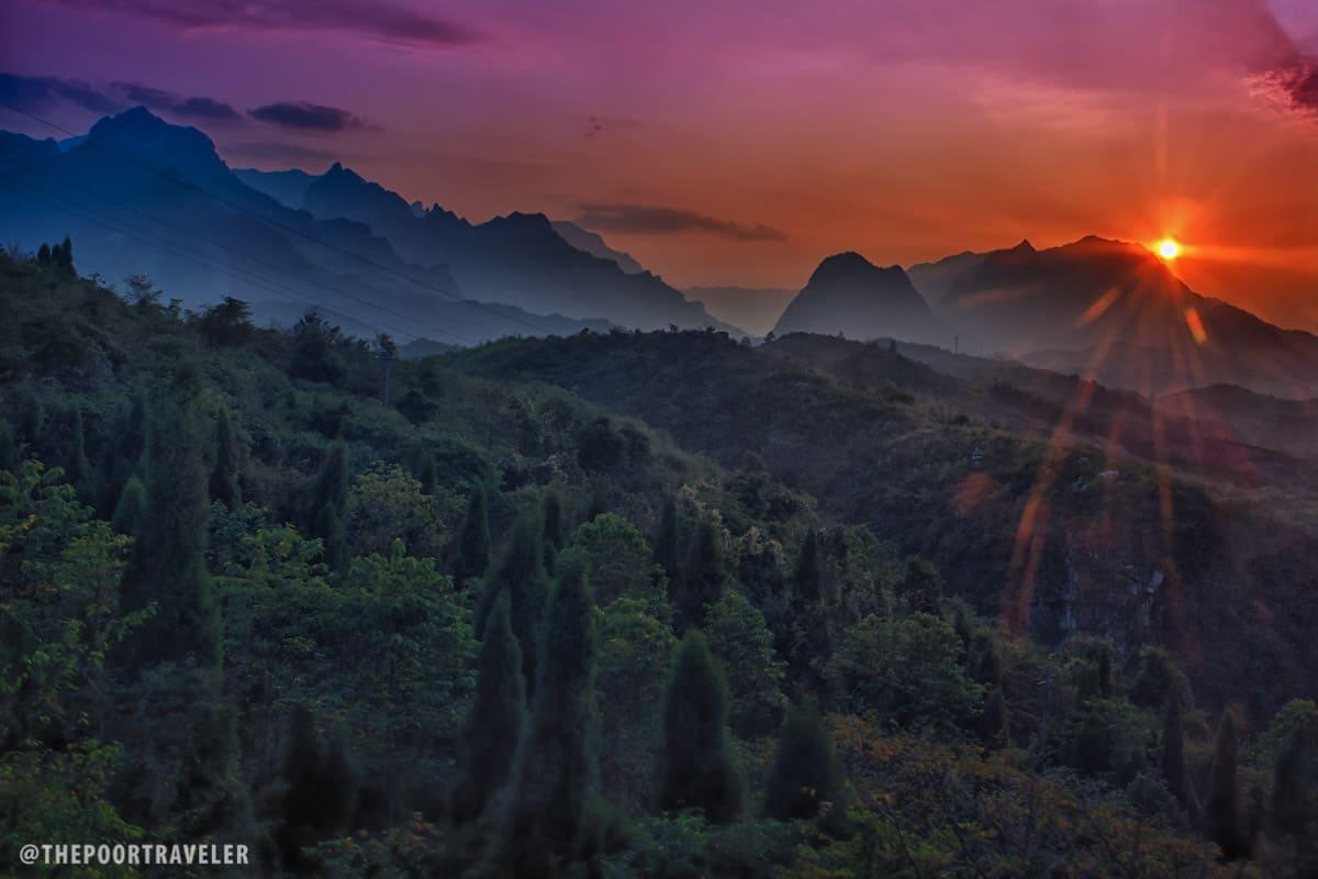 The sun plunges into Tianmen Mountain...