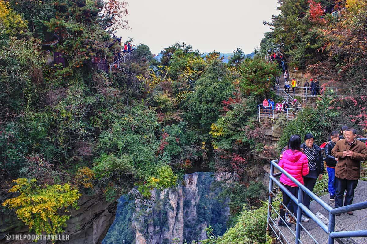Primeira ponte do mundo.  Uma formação rochosa natural no meio do parque.