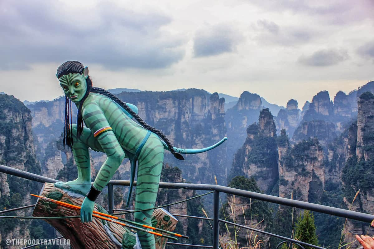 A statue of a Na'vi woman (probably Neytiri)