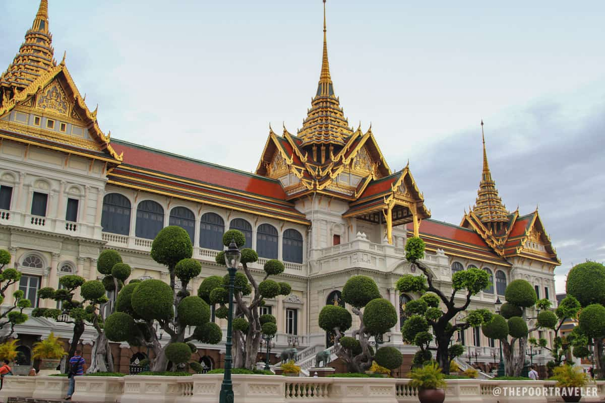 Phra Thinang Chakri Maha Prasat, the palace's central court, combines traditional Thai with 19th century European architectures.
