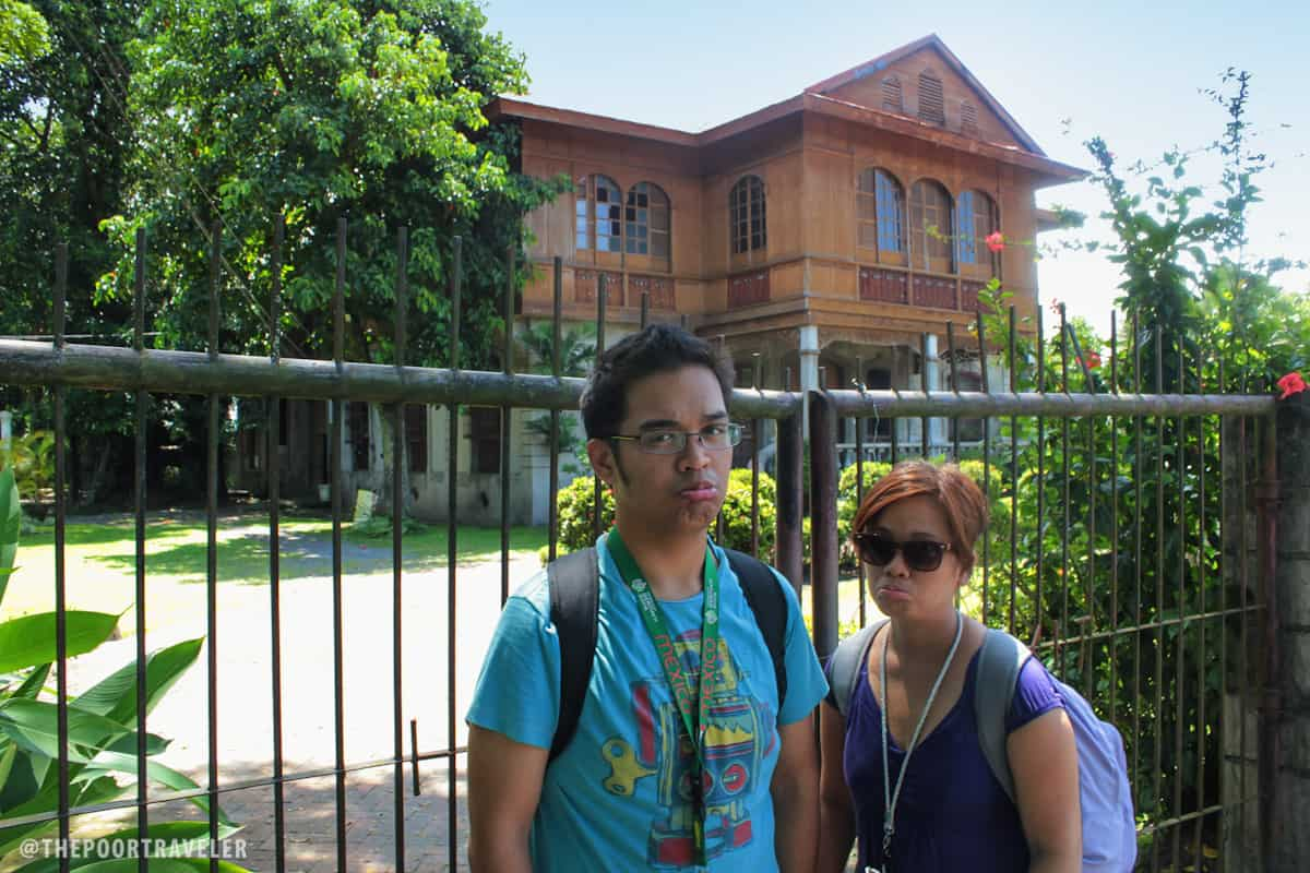My friends Ronnie and Celine outside an apparently closed Balay Negrense