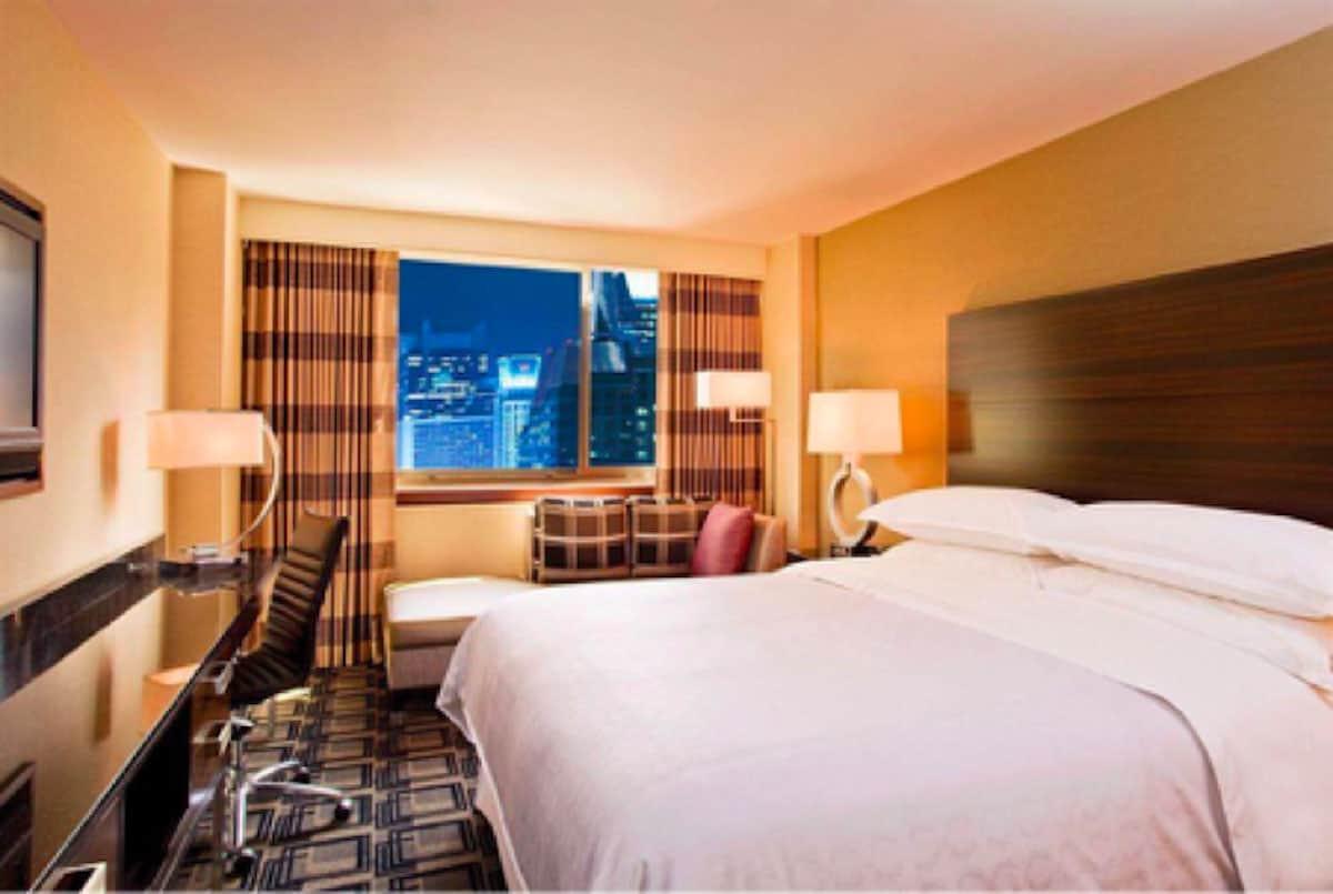 Roomer-Hotel-Room