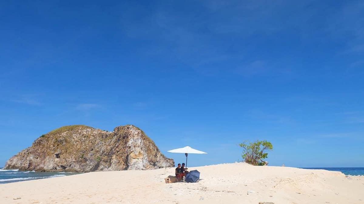 Isla Walang Lang-aw. Photo courtesy of Antoinette Jadaone.