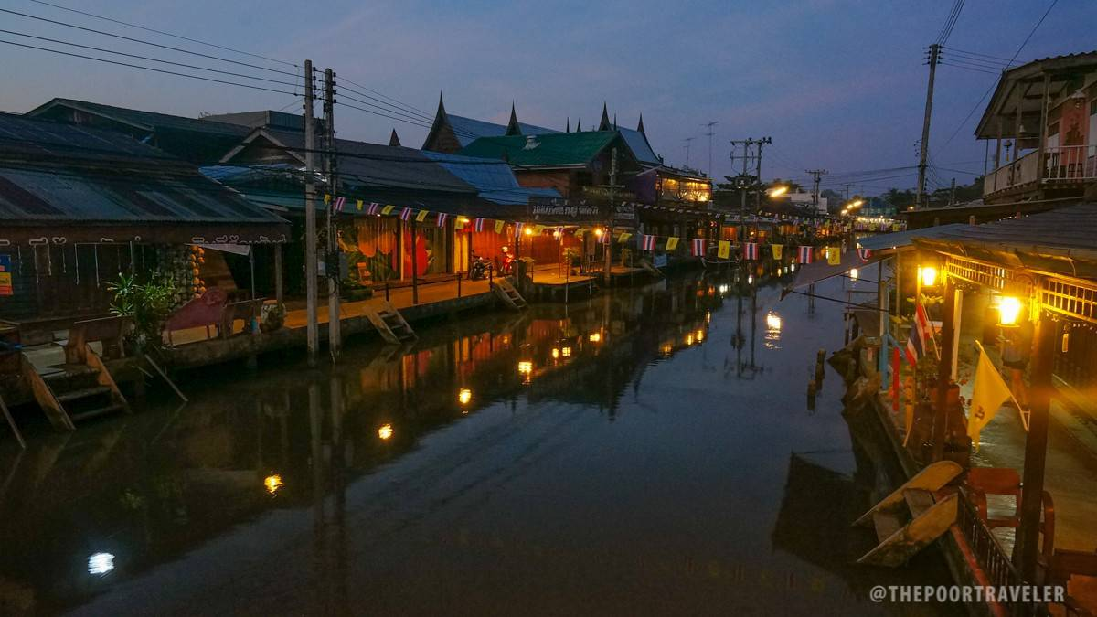 Amphawa Floating Market Dusk Moment