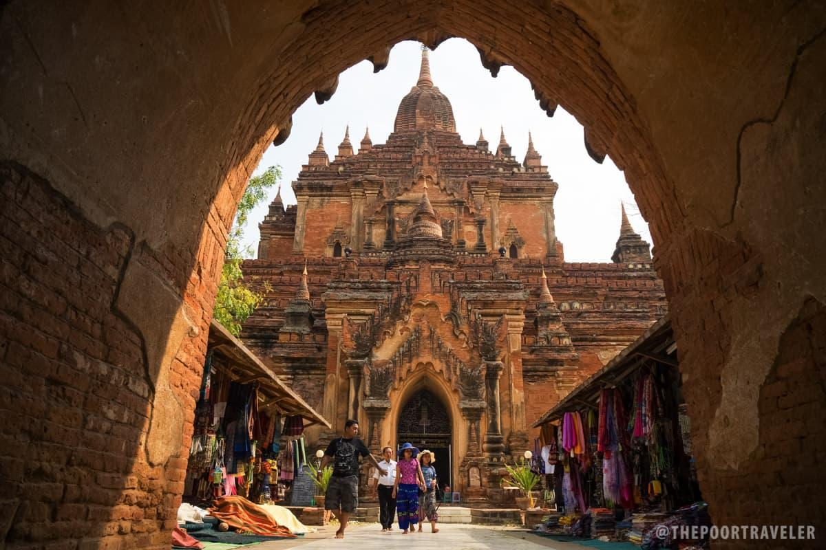 Htilominlo Temple Gate