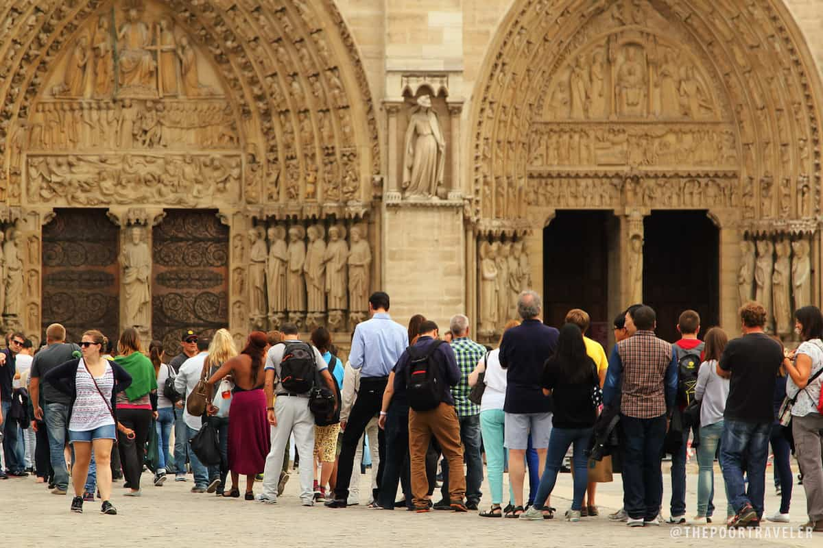 Queue at the Notre Dame Cathedral