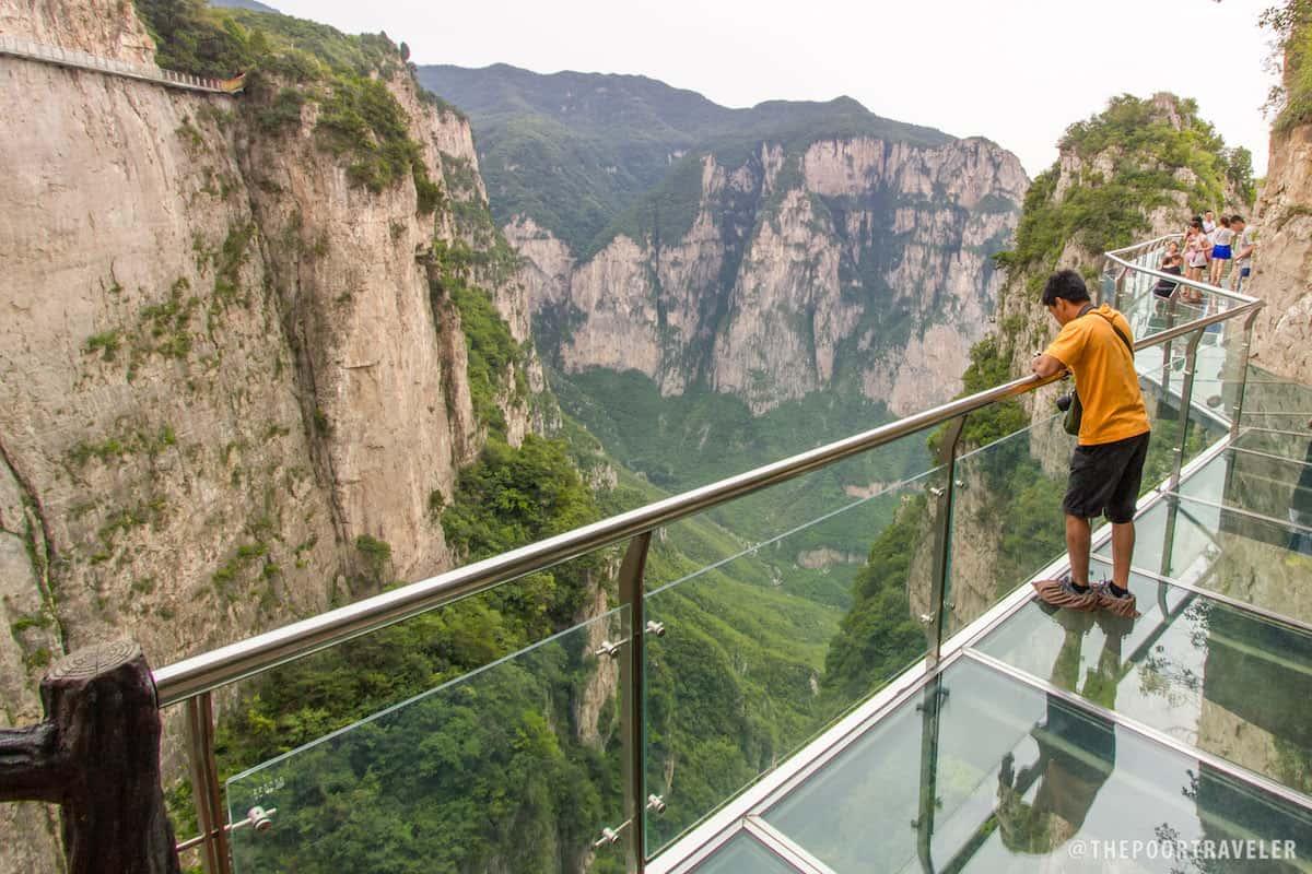 Yuntaishan's Glass Walkway