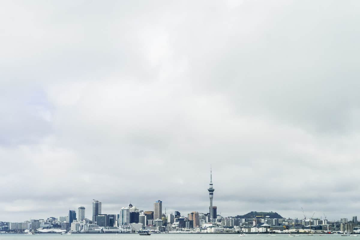 NEW ZEALAND ON A BUDGET Auckland And Rotorua Travel Guide 2017