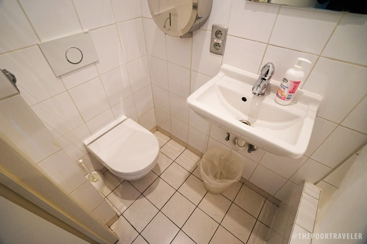 2GO4 Quality Hostel - Toilet and Bathroom